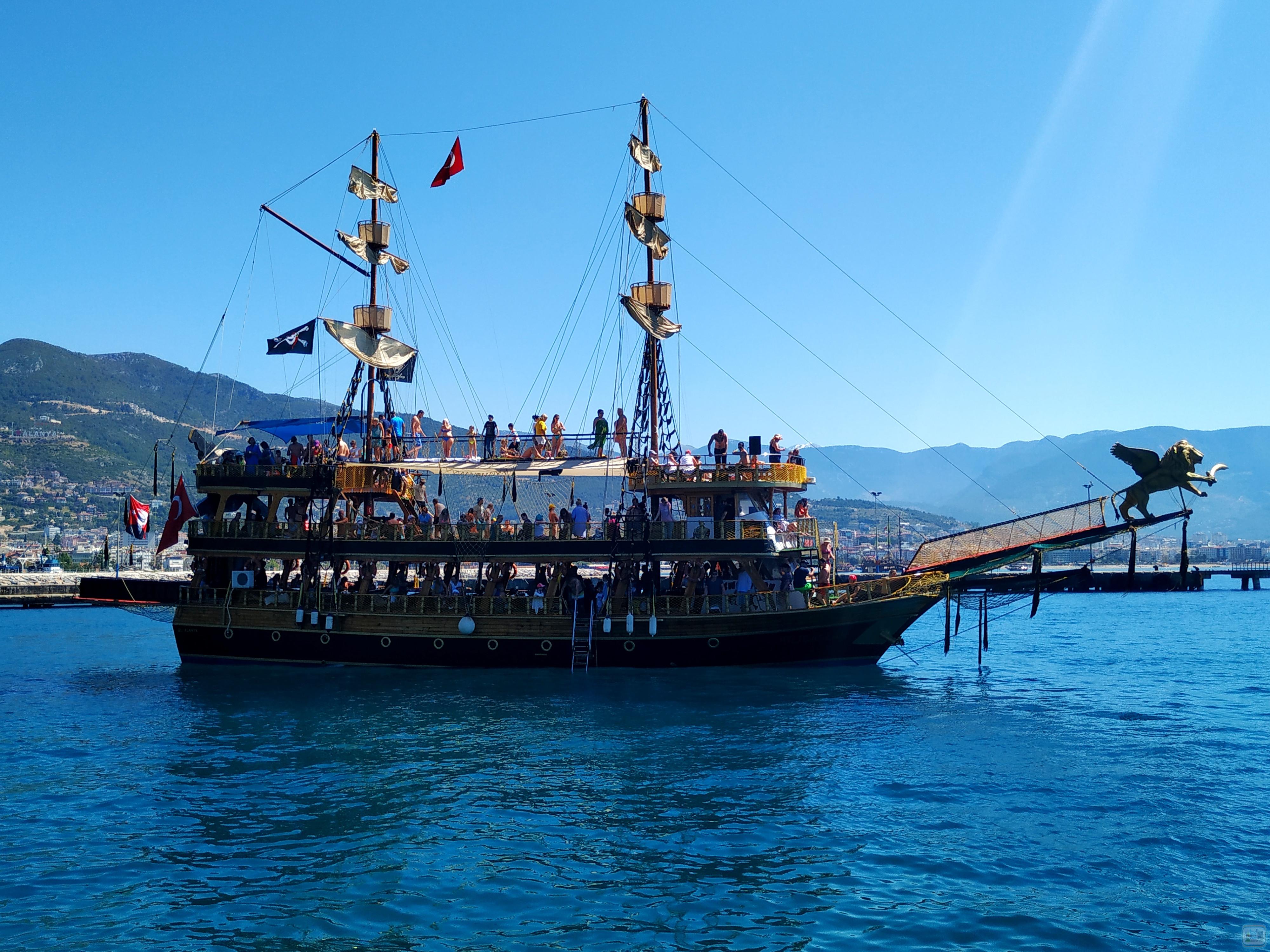 Турция пиратский корабль
